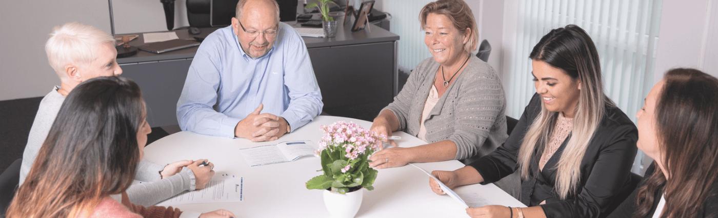 Viborg Løns kompetente konsulenter er altid klar til at hjælpe